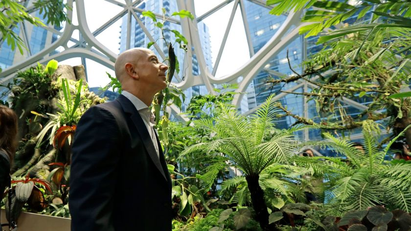 Jeff Bezos expanded Amazon's climate change pledge. His workers want more.